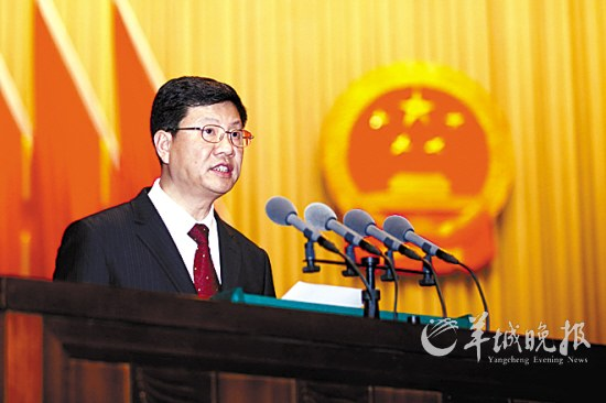 今天上午,广州市长陈建华作政府工作报告 羊城晚报记者 蔡弘 摄