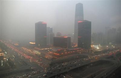 1月13日,CBD地区被雾霾笼罩。近日,北京持续雾霾天气,重度污染。