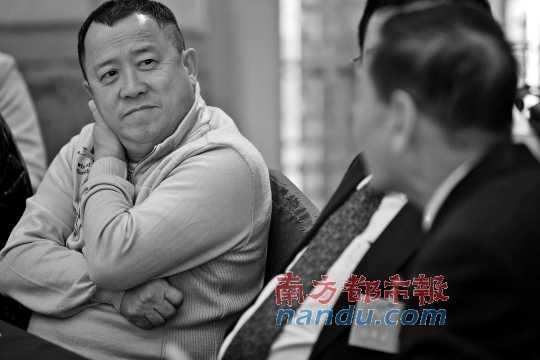 """曾志伟在政协分组会议吐槽""""两餐食唔饱""""。 南都记者 钟锐钧 摄"""