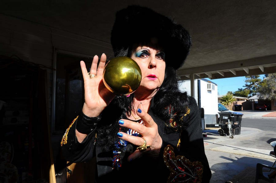脱衣舞网站_网站日前报道,摄影师marie baronnet用镜头展示了美国年迈脱衣舞女的