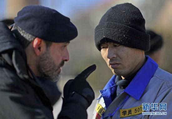 中国 刘韵堂/在进行圆木搬运训练中,队员刘韵堂因为没有尽力被Marco Borge...