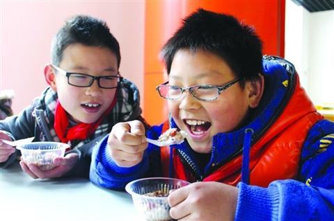 1月14日,善耕实验小学校糕点制作社请来了吴门人家的蒋主任,为大家