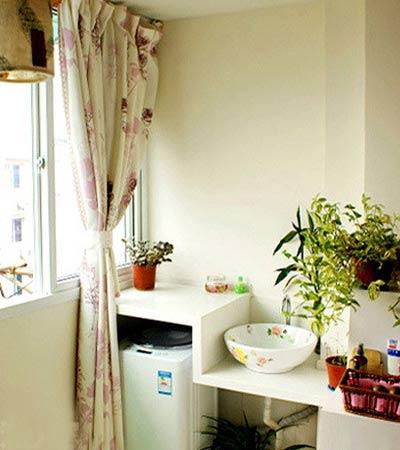 清新/阳台和卧室打通,阳台的一边放洗衣机,一边做书柜。