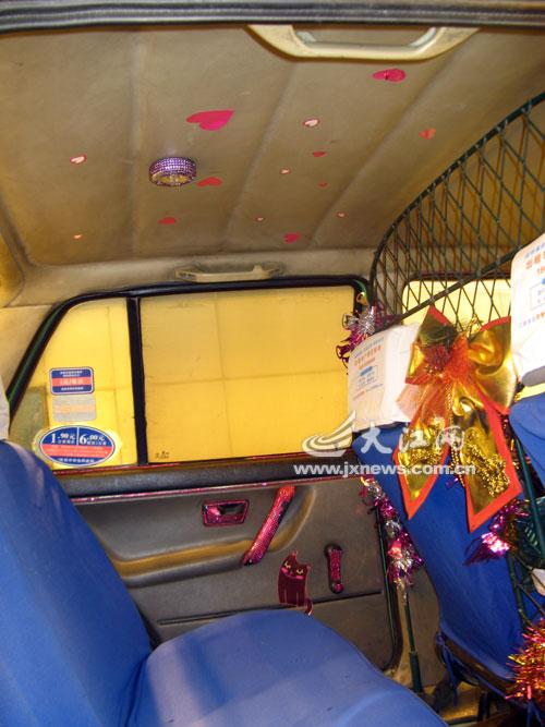 南昌有辆时尚卡通出租车 的哥很有心乘客很舒心