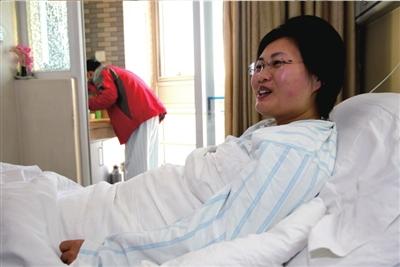 尽管要进手术室了,但苏丹表情很轻松。
