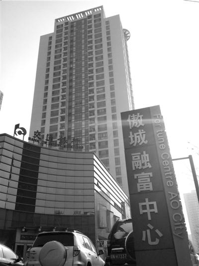 """""""房姐""""在京户籍登记地址在这栋高楼的25层。本报实习记者赵思衡摄"""