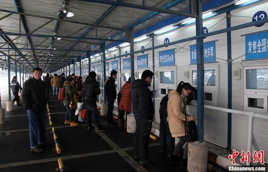 春运除夕火车票网络开售 北京西站增设售票口遇冷