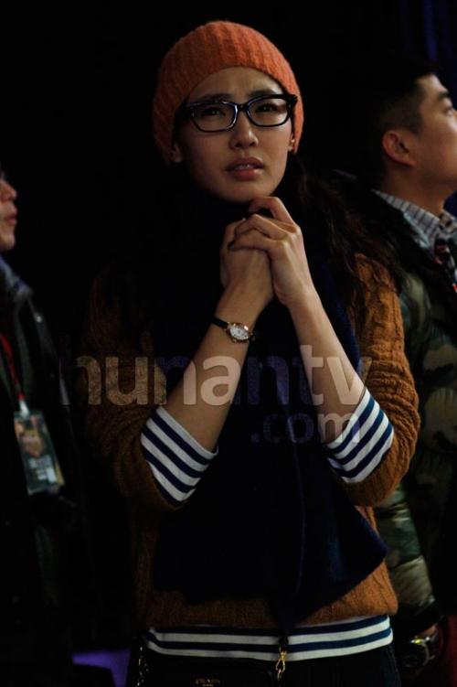 《我是歌手》幕后花絮 陈羽凡获爱妻白百合香