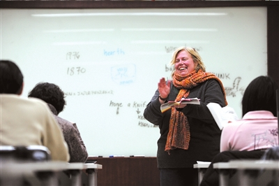 在讲课中,Cristina将快乐传递给大家。