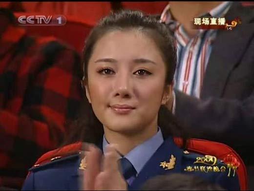 制服美女护士被强奸视频_制服美女李依晓