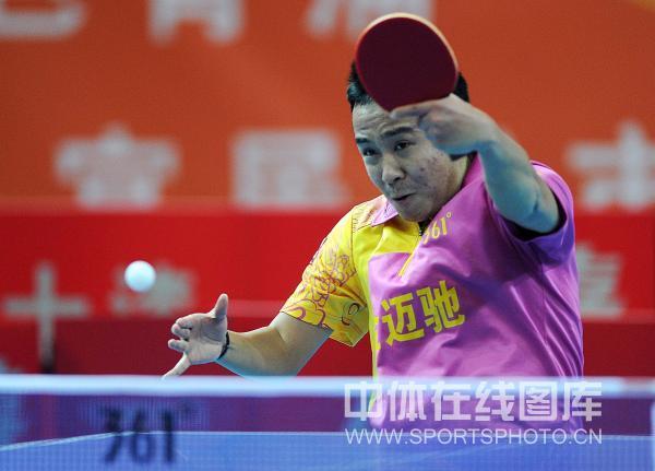 图文:[乒超]宁波男团险胜上海 尚坤在比赛中