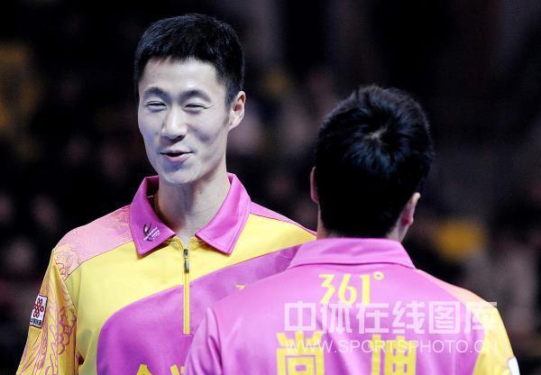 图文:[乒超]宁波男团险胜上海 王励勤笑容满面