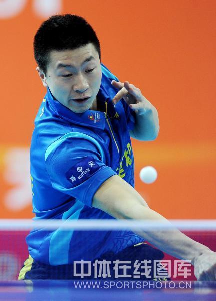 图文:[乒超]宁波男团险胜上海 马龙在比赛中