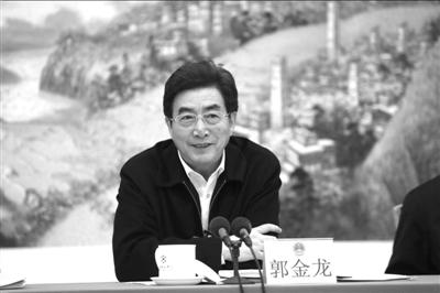 郭金龙参加东城团和解放军团讨论。本报记者王海欣摄