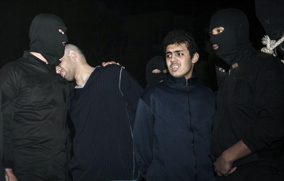 伊朗公开绞死两名抢劫犯 300多人目睹行刑[高清]