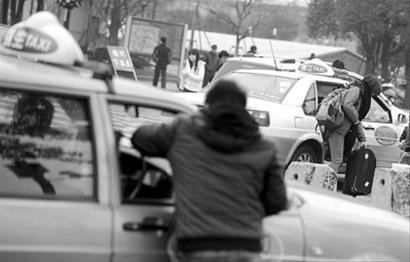 近期年会集中、外来人员集中返乡过年,申城打车变难