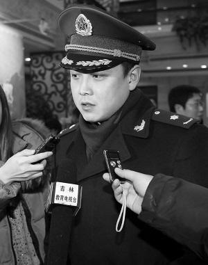 新委员李玉刚、王皓准时报到