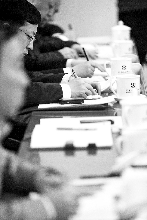 昨天,在房山团全体会上,代表们正在认真做记录。晨报记者 李木易/摄