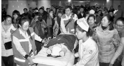 1月23日,湖南省儿童医院,在爱心妈妈的帮助下,小涵将前往机场去北京武警总医院继续接受治疗。。 实习生 李健 摄