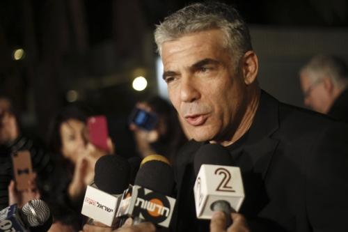 当地时间1月23日晚,拉皮德在家门口对支持者发表讲话。