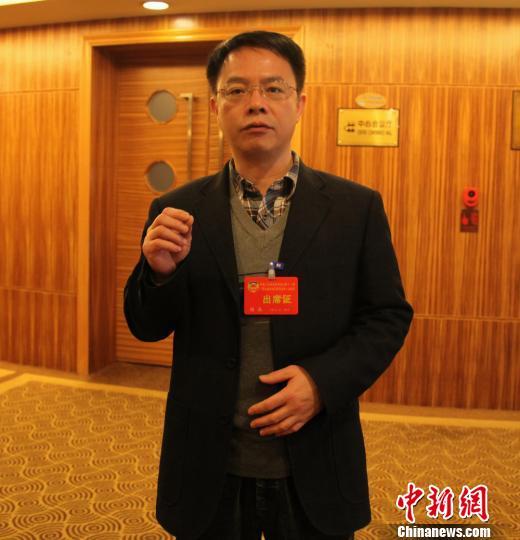 1月24日,广西政协委员、南宁市第五人民医院院长谢焱接受媒体采访。 杨志雄 摄