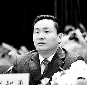 彭智勇时任重庆市教委主任的彭智勇,在2008年9月与赵红霞开房被偷拍,2009年2月与赵红霞在小天鹅宾馆开房时被捉奸。