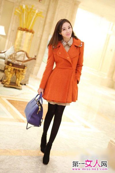 免费色小公主逼_明亮色橘色毛呢大衣,收腰裙摆款式,凸显小公主气质.