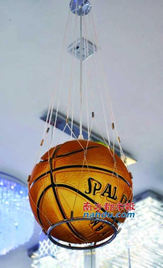 篮球 图案/用磨砂玻璃作为材料做成一个篮球模样的灯罩,竟然能把篮球原本...