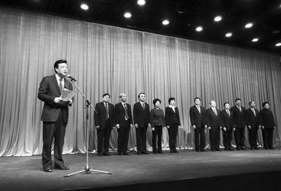 昨日,新当选的市政协主席吉林在介绍新一届政协领导班子。新京报记者 浦峰 摄