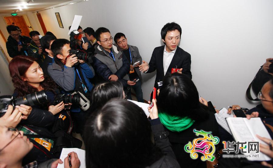 李云迪接受重庆媒体集中采访。 记者 李文科 摄