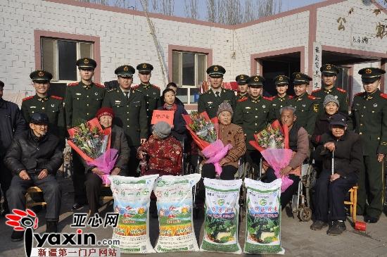 武警新疆边防总队南疆指挥部官兵慰问孤寡老人
