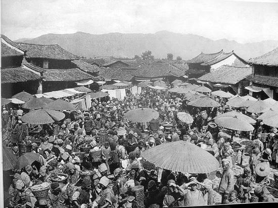 20世纪20年代时的丽江古城四方街:; 丽江古城老照片(不断更新); 有227