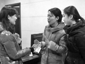 南京姐妹花拾金20余万寒夜等失主 婉拒2000元酬谢(图)-搜狐滚动