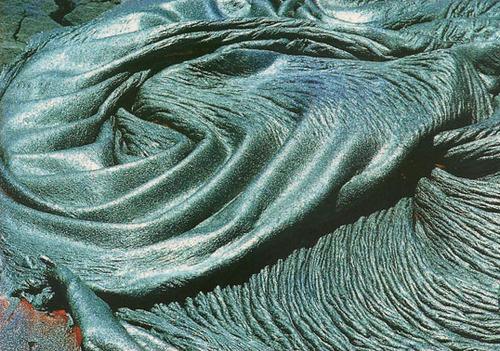 褶皱的石毯