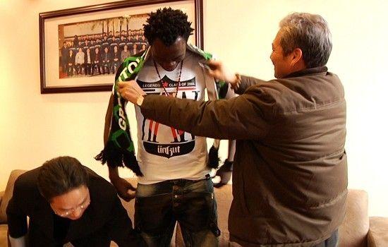 中超图:绿城签约最贵前锋 总经理为阿甘带围巾