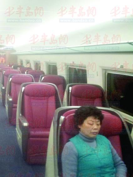 高铁车厢仅3人,车站却说没票