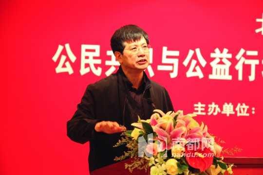 学者俞可平乐观认为未来社会组织将承担起更大责任。 图片由受访者提供