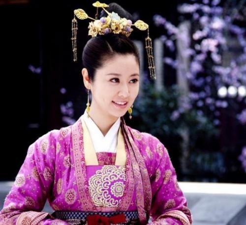 没眼光的女主角:马馥雅 剧名:倾世皇妃