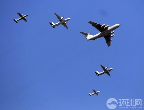 印度空军伊尔-78空中加油机,安-32运输机以及多尼尔do-228巡逻机编队
