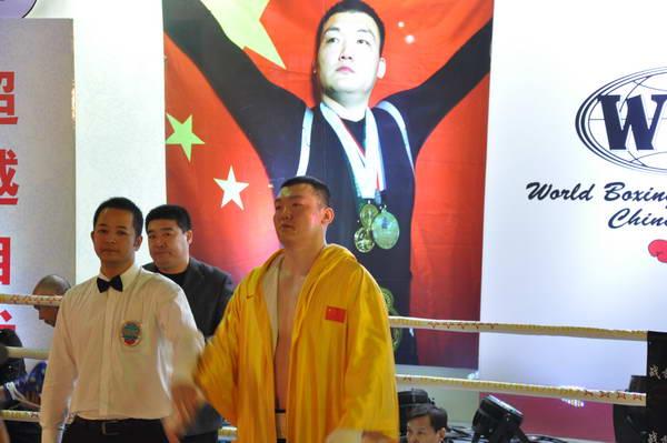 组图 龙王张君龙第三次ko 大块头擂台震慑对手