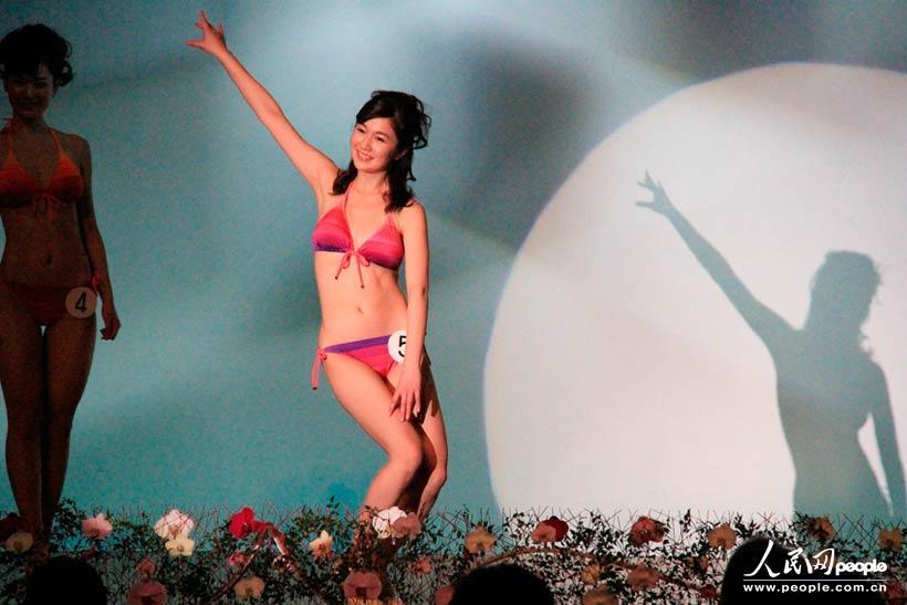 2013年度日本小姐大赛总决赛泳装展示环节.-2013年度日本小姐出炉图片