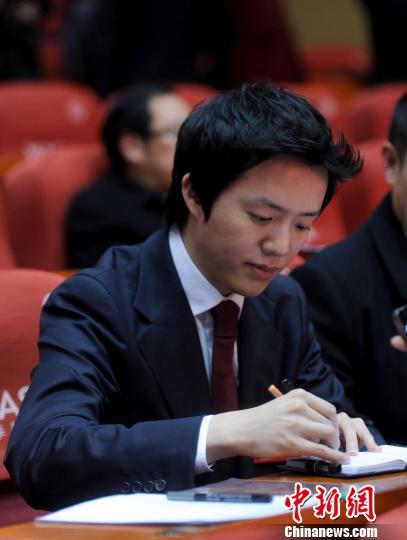 29日,政协重庆四届一次会议上,履职中的李云迪。 陈超 摄