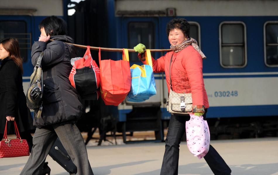 准备回家的图片_2013年春运图片集锦:回家的路【高清组图】