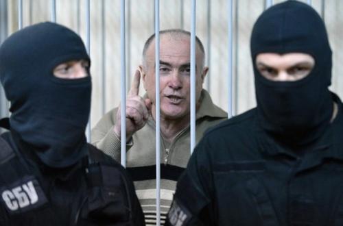乌克兰前警察总长普卡奇出庭受审。他被控谋杀乌克兰著名调查记者贡加泽。