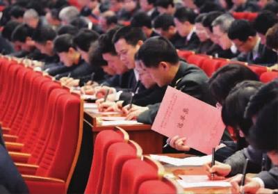 今天上午,上海市人大代表在投票选举 本报记者 孙中钦 摄