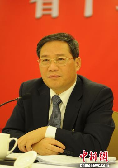 图为李强在浙江省十二届人大一次会议的代表团会议上听取代表发言。 张茵 摄