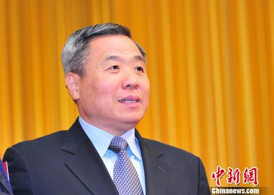 新当选的广东省人大常委会主任黄龙云资料图 陈启任 摄
