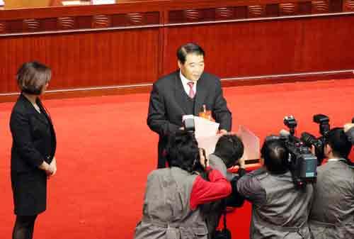 广东省十一届人大常委会主任欧广源投票。杨洪 摄