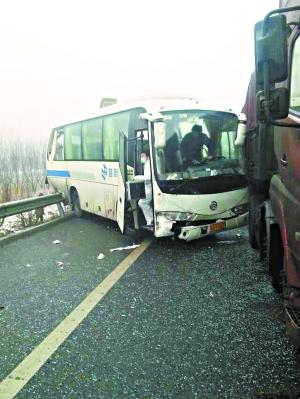 车祸造成两死多伤
