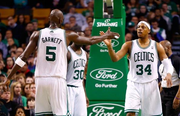 图文:[NBA]凯尔特人胜国王 加内特与皮尔斯
